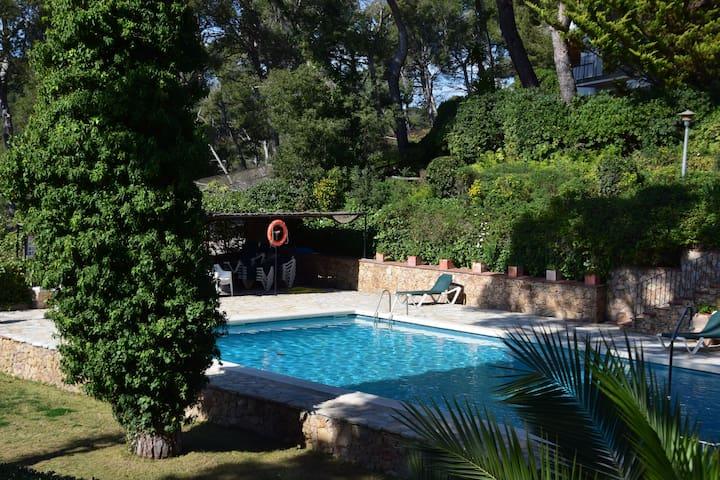 Apartamento con piscina muy cerca de la playa