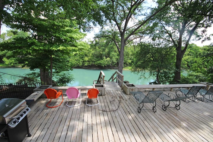 Maverick's River Haus- spectacular Guadalupe riverfront, come and enjoy!