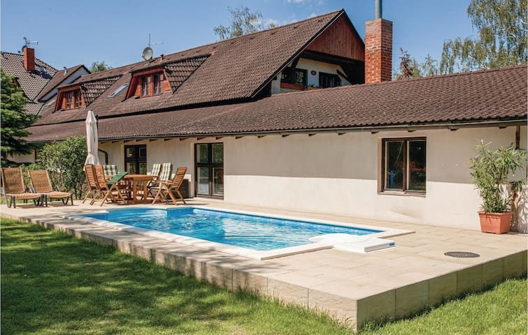 Holiday cottage with 5 bedrooms on 126m² in Lhotka
