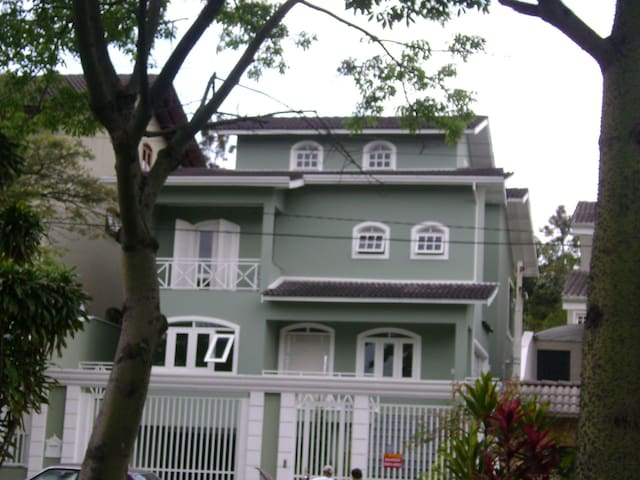 Confortável Suite em bairro nobre de SP - São Paulo - Huis