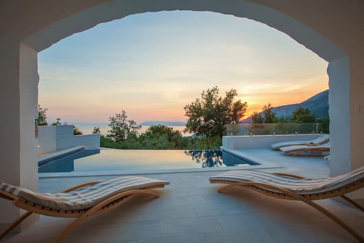 Villa Divino, quiet, with pool&seaview