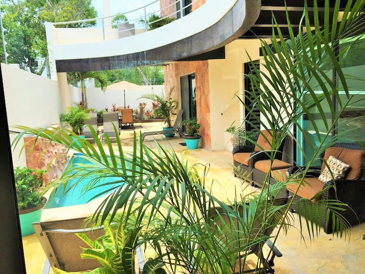 3 BR Luxury, Mexican Villa with Pool, Parking...03