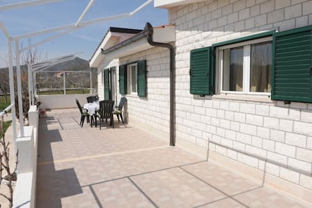 Dalmatian villa Iva - Dicmo