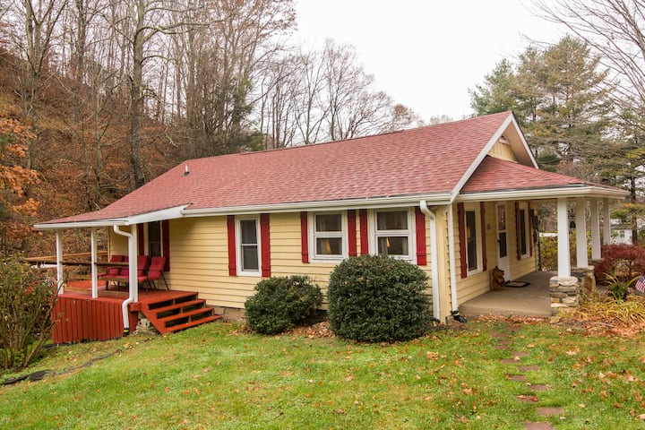 3 miles from ASU & dwntwn Boone-Brookside Cottage