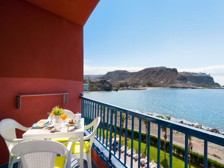 BeachFront Apartment in Playa del Cura 4