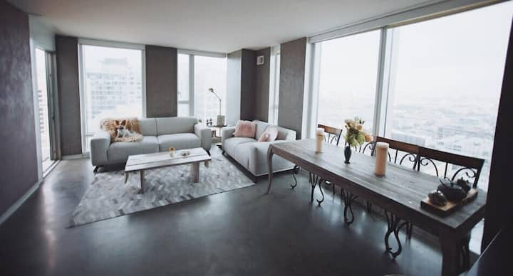 2BR Instagram Dream in the Clouds, 270 city views