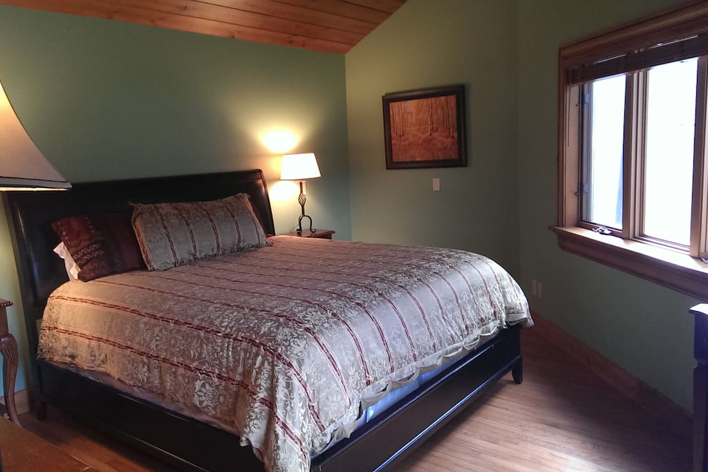Mastered room with King size bed, en suite bathroom, facing mountain and golf view
