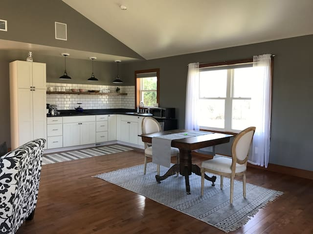 Newly Renovated Guest Home - Hamilton - Guesthouse