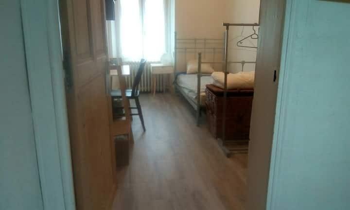 Angers centre - chambre et salle de bain privées