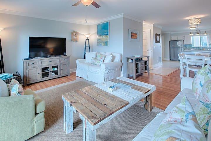 Luxury Ocean View Condo! Poolside Balconies & Community Pool!