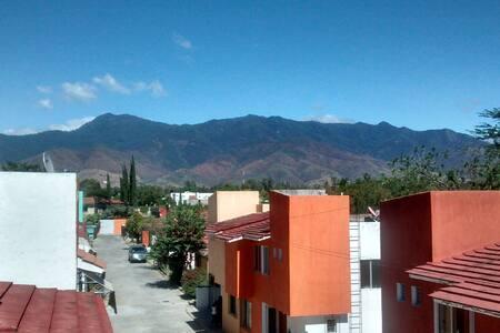 Quiet House w/Roof Deck - Santa Lucía del Camino - House