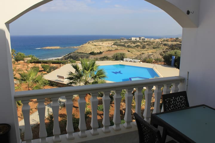 Marina View 2-bed apartment with communal pool