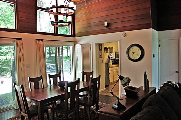 Renovated Ski House w, Fireplace, Firepit