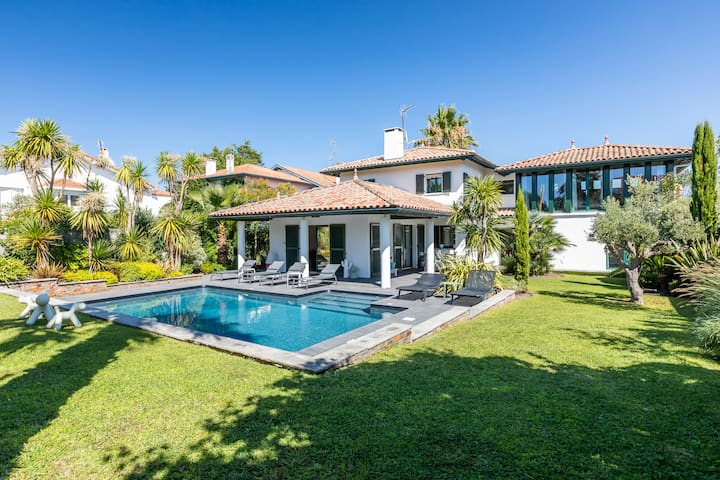 Gorgeous villa with heated pool in the heart of Anglet !