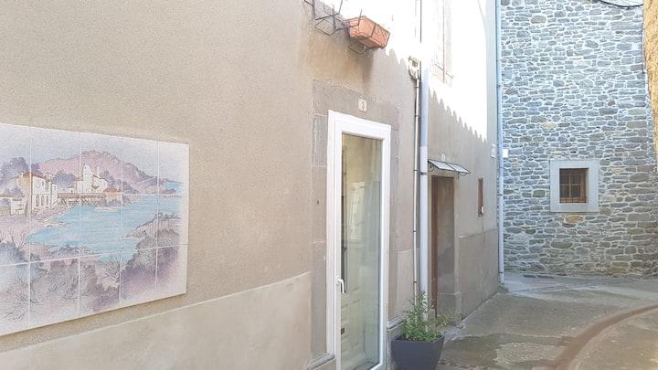 Maison atypique au cœur de Villegly à Carcassonne.