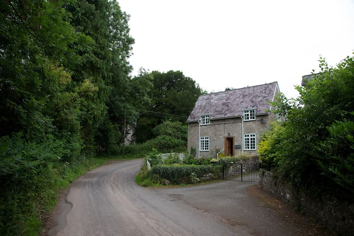 Riverside cottage in pretty hamlet - Brecon - Dům