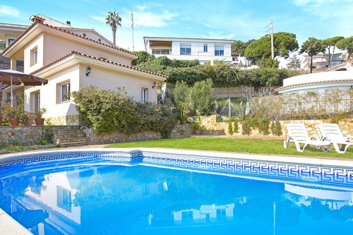 Modern Villa in Canyelles with Private Swimming Pool