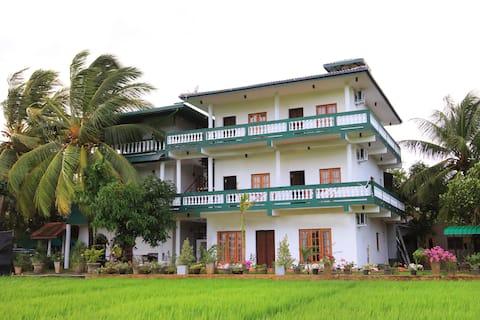 Private Family Room in Sella Kataragama
