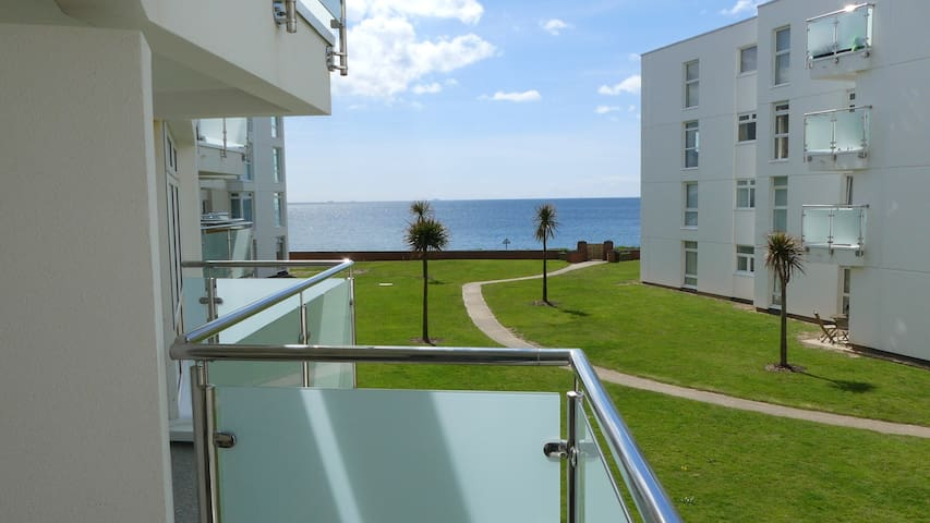 Private Beach Access, Modern Apartment, Sea Views