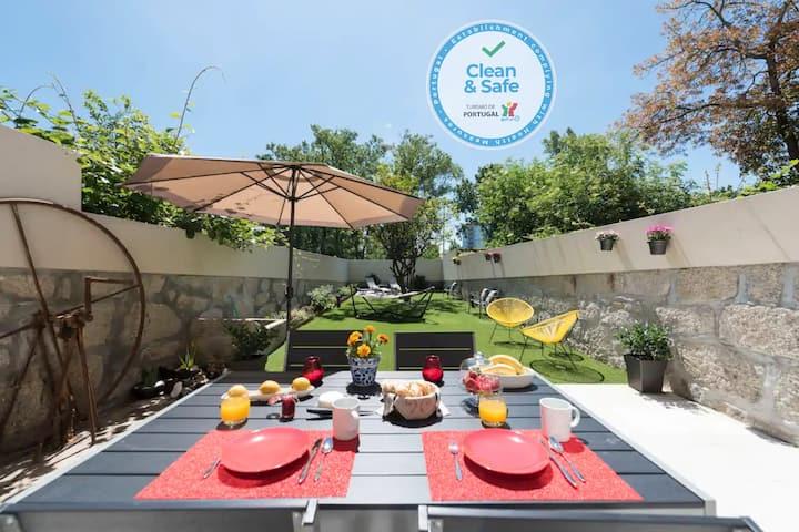 Lemon Tree House & Private Garden  Parking at 50m