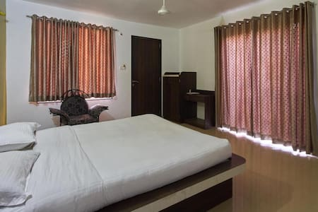 Private Semi Deluxe Room 3 - Mahabaleshwar