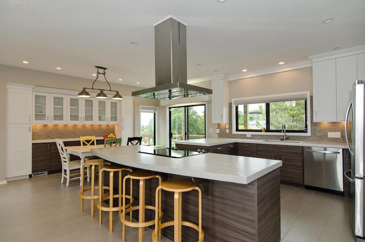 Water Princess-Treat yourself to this high end fully renovated contemporary beach house