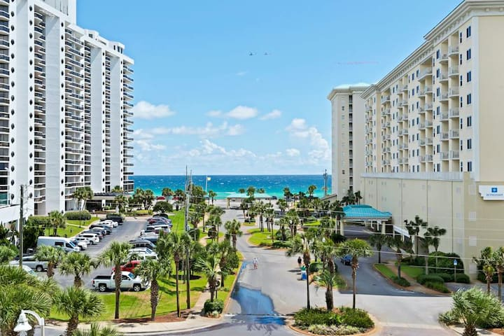 Nice 4th Floor Condo w/ Partial Gulf View. Onsite Golf, Tennis, Arcade, & Dining