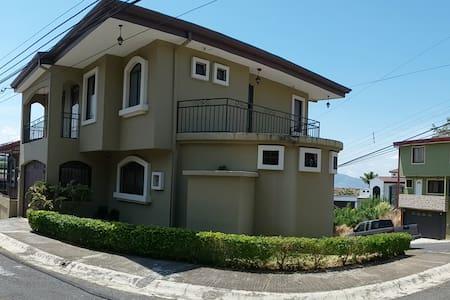 Central Valley View Modern Townhouse Near Heredia