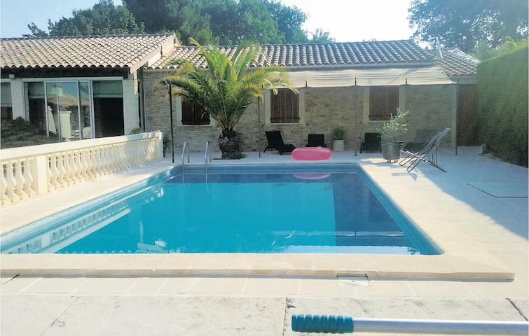 Holiday cottage with 3 bedrooms on 160m² in Robion