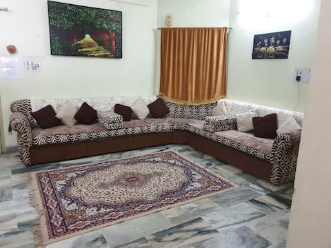 Hyggeligt og komfortabelt møbleret hjem (perfekt til familier)