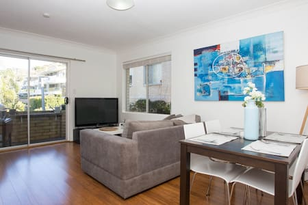 Close to beach! 2bdrm Collaroy Apartment - Collaroy