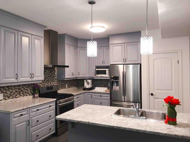 Brand New ENTIRE house 6mins to Niagara Falls