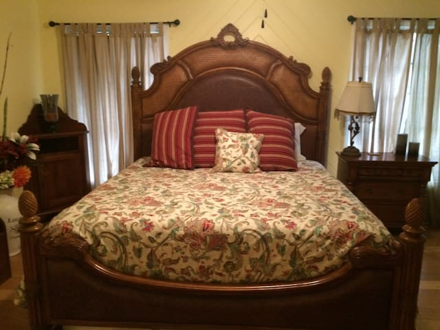 Spacious King size bed rooms