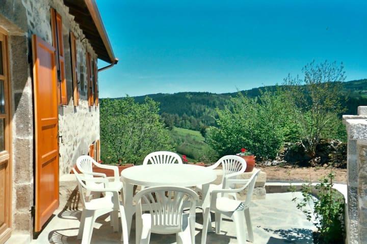 Maison avec vue sur la montagne
