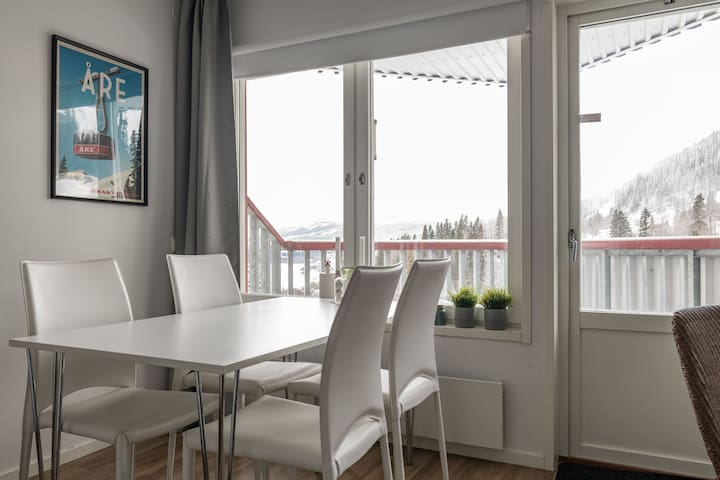 Beautiful Mountain Apartment Near Slopes w Balcony