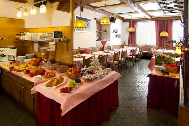 Frühstücksbuffet/breakfast buffet