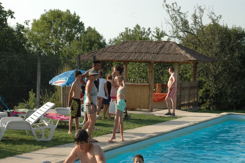 La paillote à la piscine