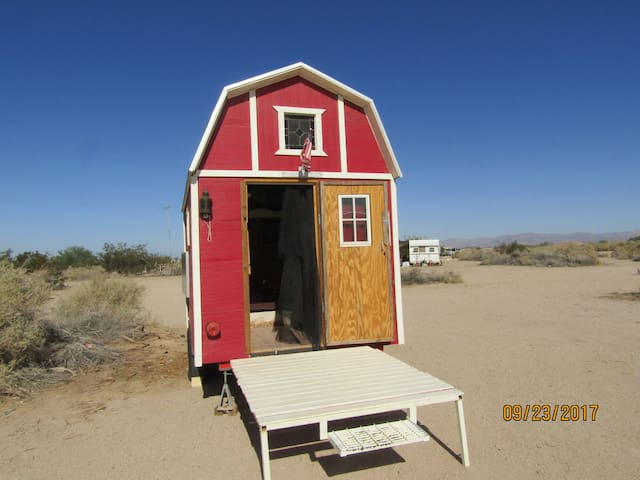 Ca Ponderosa,Slab City-Littlest Barn in the Desert