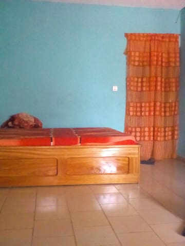Large room with private kitchen,toilet and balcony - Buea - Apartamento