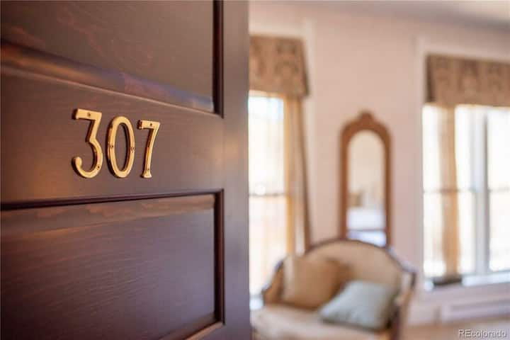 Palace Hotel Condos- Suite 307- Elegant Suite with Historic Style