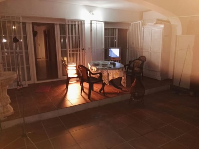 La estancia en este casa se aprecia cuando el patio en silencio y esin contaminación luminica te relaja con sus vistas....
