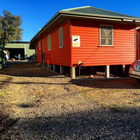 Cheap and comfortable Place - Coopers Plains - Haus