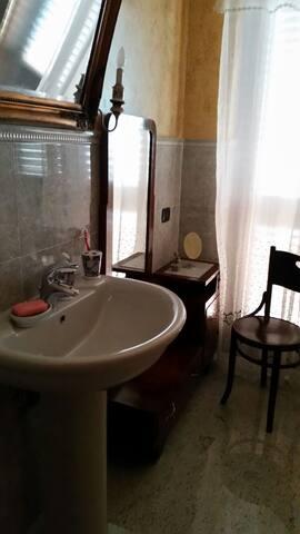 Bagno privato adiacente alla camera