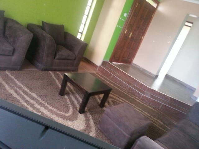 2 bedroom fully furnished bungalow - Nairobi - Casa