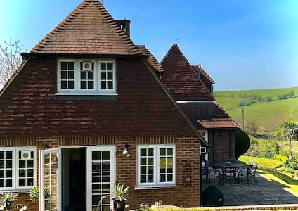 Perfect getaway minutes from sea in Pett Level