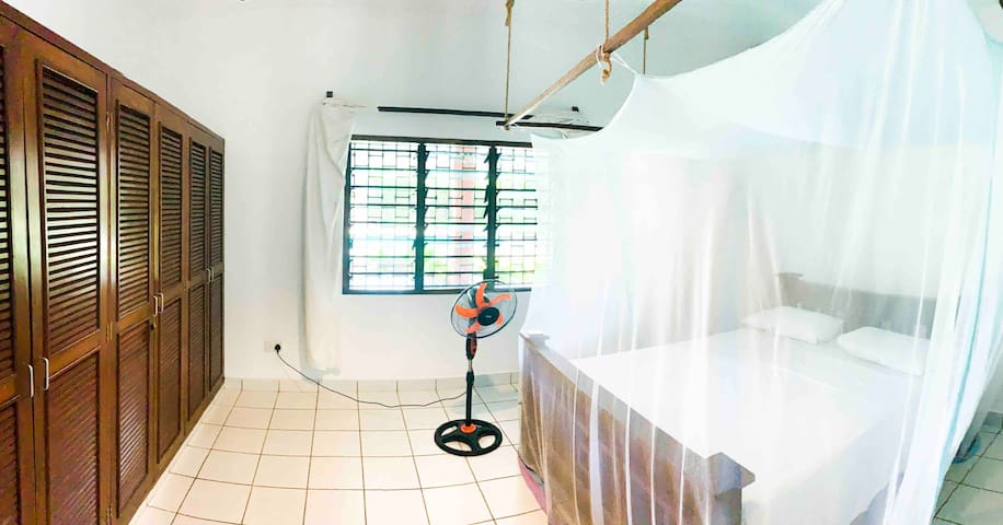 1 room with double bed in Kite Villa Diani Beach