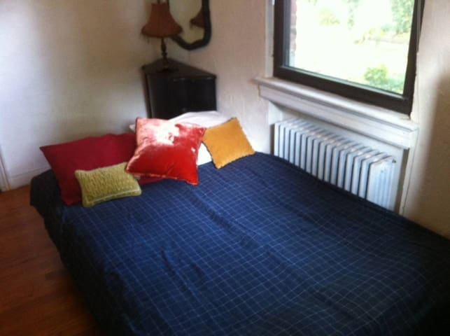 Cozy & Comfortable Room Minutes to New York City!