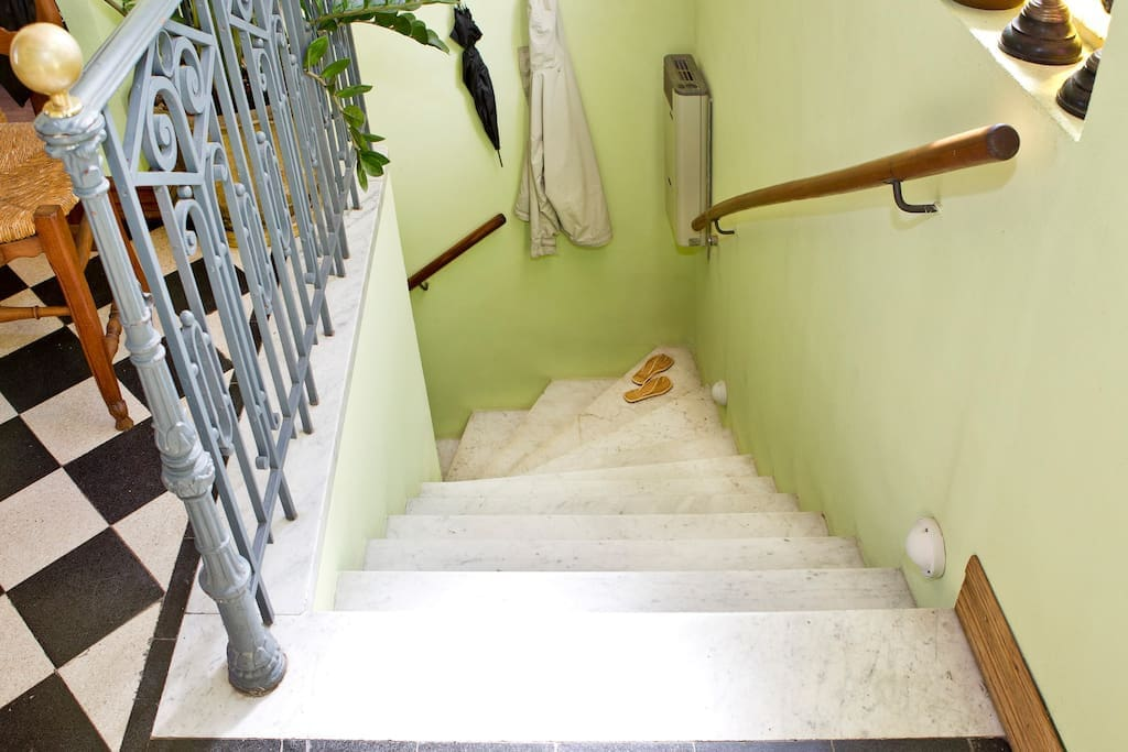 Marble entry staircase