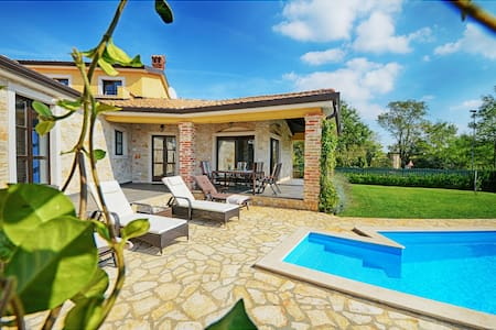 Villa with pool for 8 people-Sima - Krančići - Villa