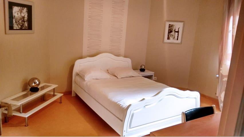 Chambres lumineuse 13 m2 à 10 minutes de Rennes - Crevin - Guesthouse